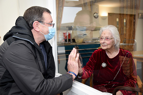 mum-visited-by-son-care-home